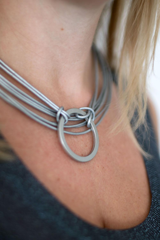 dansk-smykkekunst-tatiana-leather-necklace-rhodium-plating-3