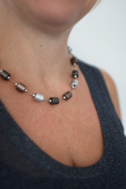 dansk-smykkekunst-thelma-simple-necklace-coffee-gold-plating-2